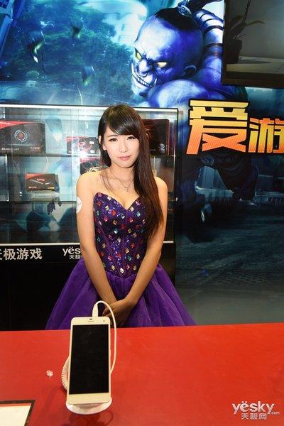 chinajoy2014尊龙游戏展台美女图赏