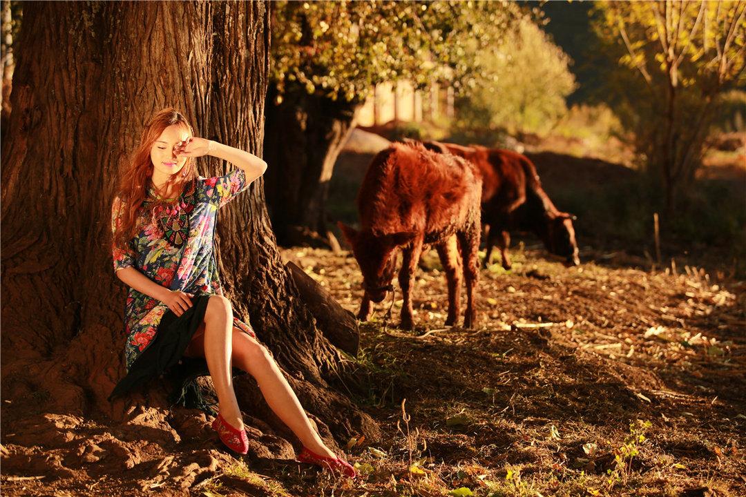 美女模特民族服饰写真 演绎多彩民族风