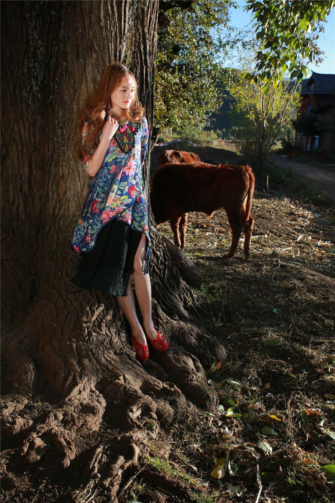 少数民族美女服饰写真 手工打造精美范儿