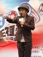 王祖蓝靠老婆肩膀合影 搞笑模仿小男孩_娱乐组图