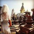 说走就走!49岁离婚女子穿婚纱环游世界_猎奇图片