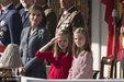 西班牙王后知性优雅气质非凡 两女儿高颜值萌态十足_娱乐组图