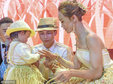 《达人秀》冠军带两岁女儿迎娶初恋 两人相识近10载_活动现场