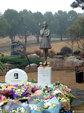 姚贝娜因乳腺癌逝世三周年 歌迷齐聚墓地缅怀_娱乐组图