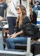海蒂・克鲁姆指导模特拍大片气质高贵 流苏装配牛仔裤春光满面_娱乐组图