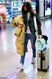 王丽坤素颜口罩遮面独自现身机场 拖着行李箱略显狼狈_八卦爆料