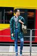 佟大为香港街拍大片曝光 穿云杉绿风衣变身运动型男_广告大片