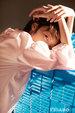 周冬雨登时尚杂志封面 游刃光影之间悠然自若_中国女明星