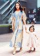 董璇母亲节写真曝光 造型多变温馨互动镜头感十足_中国女明星