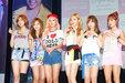 人气偶像APINK亮相发布会 与粉丝亲密互动_韩国女明星