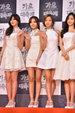 APINK穿着白色晚礼服亮相电影节 气质优雅大方_韩国女明星