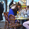 德普19岁女儿深夜约会 穿着低调与友人抽烟热聊_娱乐组图