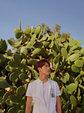 马天宇旅游杂志封面曝光 条纹衫背带裤像回到童年_中国男明星