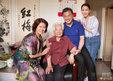 马苏端午节探望老艺术家 与黄宏等合影笑容满面_娱乐组图