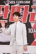 CNBLUE亮相发布会 条纹西装装扮优雅又不失帅气_韩国男明星