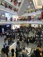 王源空降上海人气爆棚引围观  清新运动风彰显少年风度_娱乐组图