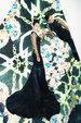 胡杏儿镜像写真曝光 穿优雅长裙展现多面的自己_中国女明星