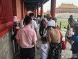 刘烨逛故宫被包围 和粉丝亲切聊天无明星架子_娱乐组图