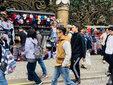 网友偶遇谢霆锋林依晨 两人在俄罗斯街头随性漫步_娱乐组图