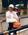 邓紫棋30余度穿长袖长裤 网友问:不热吗?_娱乐组图