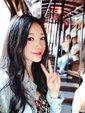 柳岩画边拍照凹造型 穿花裙甜美可人_娱乐组图