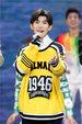 王源亮相第17届华表奖 献唱歌曲传递青年演员正能量_娱乐组图