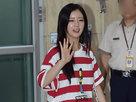 APINK低调现身机场 获粉丝等候挥手致谢-韩国女明星