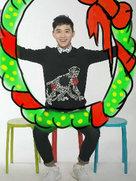 安笑歌拍圣诞写真调皮搞怪-中国男明星