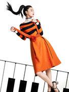 张馨予携爱宠登杂志封面-中国女明星