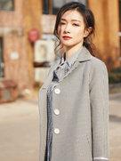万茜街拍大片 暖心笑容诉说冬季浪漫-中国女明星