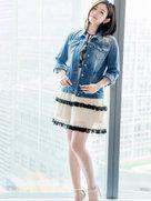 陈妍希短裙秀美腿  梨涡甜笑少女感十足-中国女明星