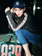 黑夜里也要发光!沈梦辰街拍涂红唇秀长腿-中国女明星