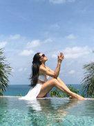 爱戴晒泳池美照秀好身材 大长腿抢镜-中国女明星