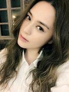 阿娇晒美照皮肤白皙 对镜头嘟唇好-中国女明星
