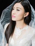 陆莹曝治愈系写真 黑白底色尽显清澈-中国女明星