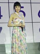 49岁萧蔷梳齐刘海扮嫩 为整形医院站台-中国女明星