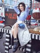 范冰冰着衬衫白裙出游 笑容灿烂开启萌属性-中国女明星