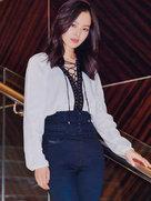 辛芷蕾系带衬衫小秀性感-中国女明星
