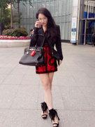 就是爱拍照!冉莹颖穿性感短裙大秀美腿-中国女明星