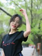 孙嘉灵公园写真尽显古灵精怪-中国女明星
