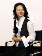 汤唯变迷妹 面容圆润露幸福女人的笑容-中国女明星