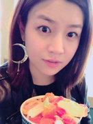 吃货女神上线!陈妍希晒自拍有了V字脸-中国女明星