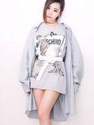 张靓颖新造型裙子够短 大秀美腿超自信-中国女明星
