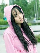 张嘉倪粉嫩出街秀长腿  网友:美出新高度-中国女明星