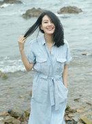 高圆圆海边随拍曝光 秀发飘逸甜笑迷人-中国女明星