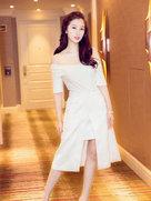 虞书欣白裙美图曝光 泥石流竟清新得很认真-中国女明星