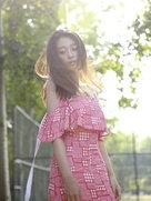 王艺诺长发飘飘演绎优雅小性感-中国女明星