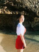 柳岩晒海边度假美照 侧影上围傲人-中国女明星