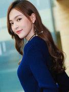 唐嫣出席活动九头身性感身材获赞-中国女明星