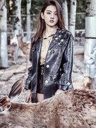 宋祖儿首登杂志封面 化身丛林少女喂食小鹿-中国女明星